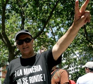 El empresario carbonero, VITORINO ALONSO, manifestándose en la huelga del sector del carbón español que él mismo había convocado desde un encierro en León...