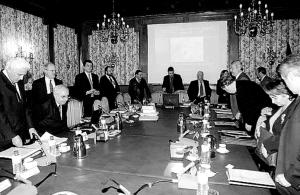 Con el Josechu sentado en este consejo de administración, donde se fraguaba el megalatrocinio del Puerto de el Musel, ¿ pretendía ser alcalde de Gijon, cuando lo que tiene es que contar todo lo que sabe ante los tribunales de la justicia ?
