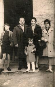 De izquierda a derecha: Antón Saavedra, mi padre Nicanor, mi madre Maria Luisa, mi hermana Cheres, y mi hermano Cano en Oviedo, el año 1961.
