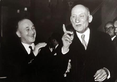 Lo que eventualmente se convirtió en la UE, del Carbón y del Acero Comunidad Europea, estaba formado por seis países de Europa Occidental en 1951. La organización fue idea de Robert Schuman, un político francés que juró lealtad al mariscal Philippe Pétain, el líder francés de Vichy y aliado de el bigote alemán ex cabo. Schuman más tarde fue despojado de sus derechos políticos por su colaboración con el alemán odiaba Bosche . Sin embargo, el comandante de la Francia Libre, el general Charles De Gaulle, restauró la plena ciudadanía de Schuman, después de lo cual el antiguo colaborador de Vichy se dedicó a crear una versión modificada del Tercer Reich, la Unión Europea. Y para complementar su «Cuarto Reich-Lite», Schuman defendía una alianza militar para darle muscular. Era la Organización del Tratado del Atlántico Norte (OTAN). Schuman sirvió como canciller y primer Francés post-guerra. Los colaboradores de Schuman en su plan para crear una Europa federal eran también francés y OSS / CIA activo Jean Monnet y el canciller alemán Konrad Adenauer, que, como alcalde antes de la guerra de Colonia y presidente del Consejo de Estado de Prusia, a condición de que los nazis con varias ventajas, incluyendo el derecho a volar banderas nazis de astas de bandera de Colonia