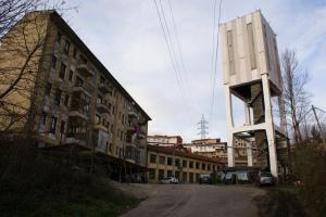 """Viviendas de mineros construidas por el empresario Manuel Suárez """"El Cabritu"""" al lado del pozo que lleva su nombre..."""